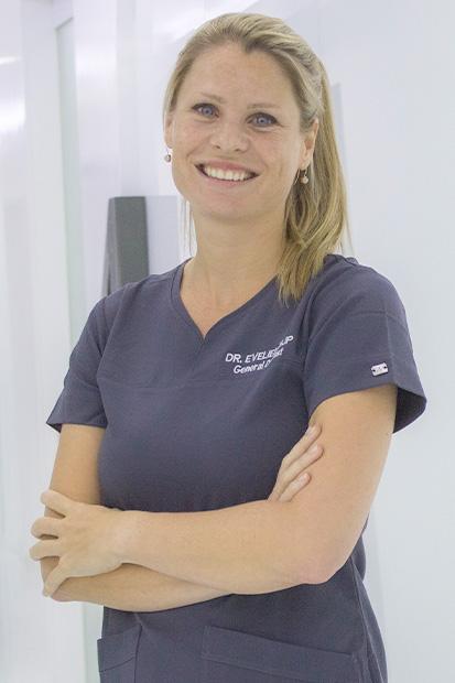 Dr-Evelien-Zijp-dutch-dentist-in-dubai